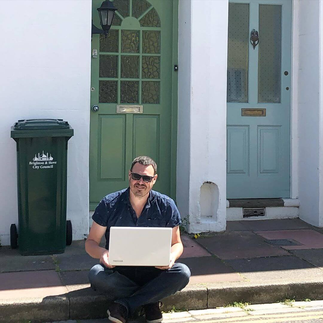 Nerds gonna nerd by fixing laptops on doorsteps during pandemics